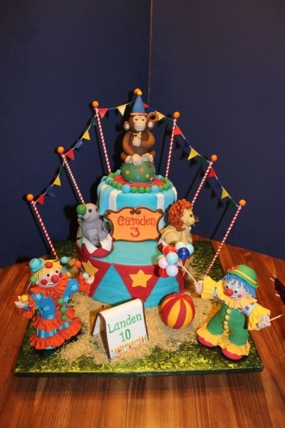 Circus By daberge on CakeCentral.com