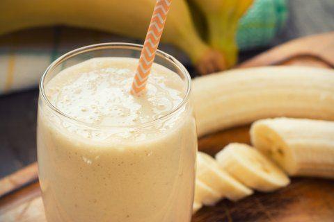No hay nada más molesto que  capaz de controlar tu gastritis? Toma nota de la receta de éste, que disminuirá síntomas como el dolor y ardor de estómago, vómito, náuseas, eructos; entre otros malestares.El ingrediente principal es el plátano, cuyas enzimas reducen la inflamación de la mucosa gástrica, que protege al estómago durante la digestión.INGREDIENTES1 plátano congelado
