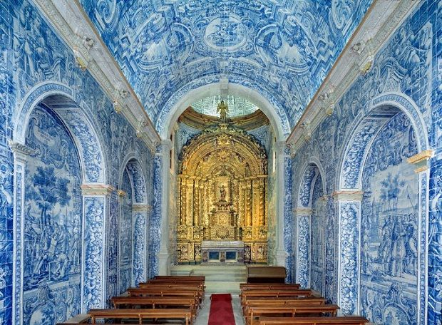 IGREJA SÃO LOURENÇO, ALMANCIL - The Church of São Lourenço (St. Lawrence) in Almancil is considered one of the greatest artistic treasures in the Algarve. Built in the first half of the 18th century, it is a single nave church with a chancel covered by a beautiful dome. Extraordinary examples of Portuguese #azulejos (traditional blue and white #tile) cover the walls and ceilings.