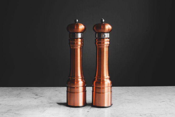 Peppar & Saltkvarn — Koppar 30 cm  #saltkvarn #pepperkvarn #keramisktmalverk #williambounds #kopparkvarn #koppar