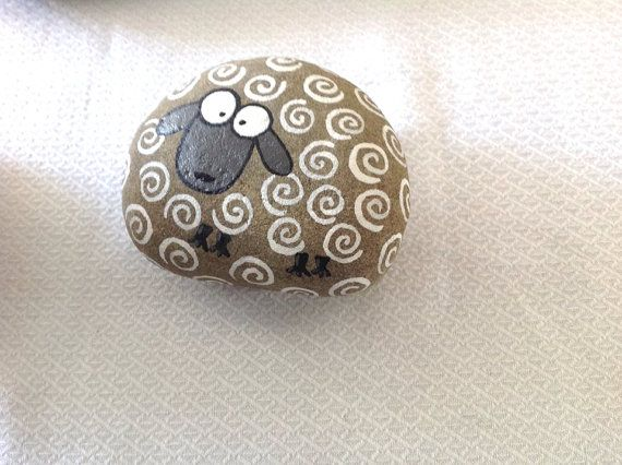 Hand painted rock stone / sheep / beach stone / gift / Stone art / Painting / acrylic / home decor / decorative rock