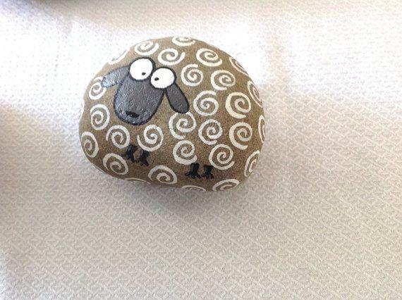 Hand painted rock stone / sheep / beach stone / gift / Stone art / Painting / acrylic / home decor / decorative rock on Etsy, $15.24