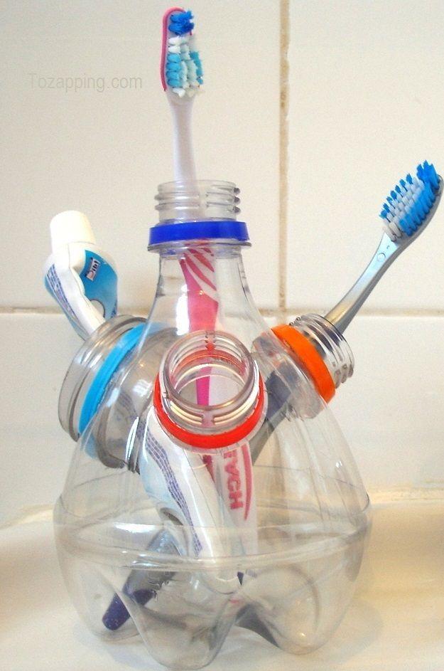 Portacepillos de dientes hecho con botellas de plástico. Ideas para reciclar botellas de plástico.¿Te gustan esta manualidad sobre Portacepillos de dientes