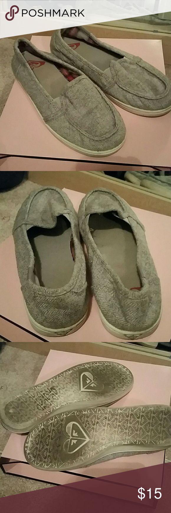 Roxy gray flat size 6 Gray flat with white rim Roxy Shoes Flats & Loafers