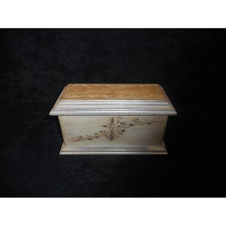 Urne funéraire en bois sur finition ancestrale, fait a St-Jérôme