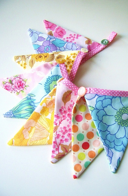 Mini bunting flags by silly old suitcase via Flickr.