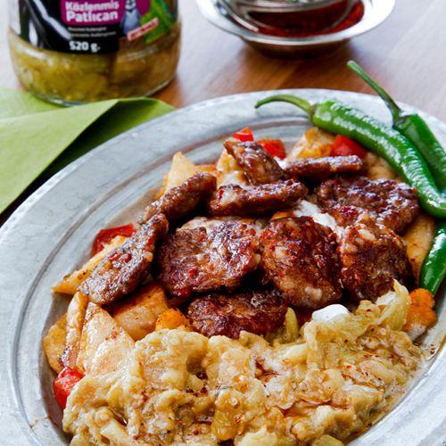 Közlenmiş Patlıcanlı Pideli Köfte http://www.penguenyemektarifleri.com/Anasayfa/Yemek_Tarifi/68/kozlenmis-patlicanli-pideli-kofte