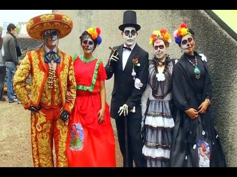 ▶ Day of the Dead comes alive in Mexico City - YouTube