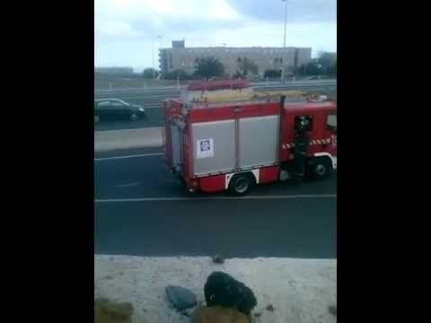 Arde un coche bajo el puente de Añaza | Diario de Avisos
