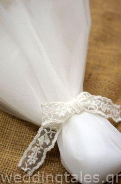 Μπομπονιέρες | Κλασσική chic μπομπονιέρα γάμου με τούλι και λεπτό ...