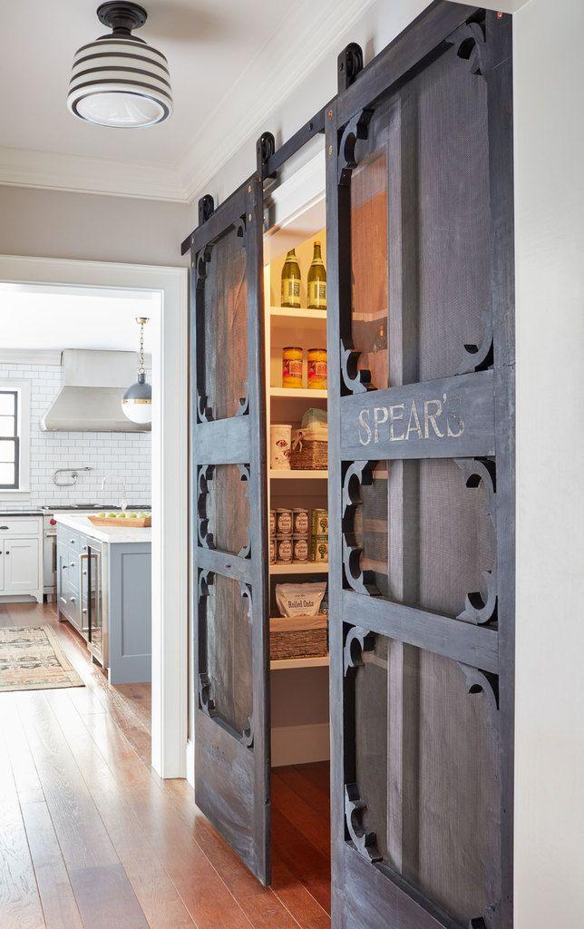 Сдвижные двери в кладовую - одна из самых интересных деталей в доме. Двери из мореного дерева добавляют многогранного традиционного шика в интерьер приковывая взгляд к деталям на которые обычно вообще не обращаешь внимания.  (деревенский,сельский,кантри,традиционный,индустриальный,лофт,винтаж,стиль лофт,индустриальный стиль,мебель,архитектура,дизайн,экстерьер,интерьер,дизайн интерьера,кухня,дизайн кухни,интерьер кухни,кухонная мебель,мебель для кухни,хранение,гардероб,шкаф,комод) .