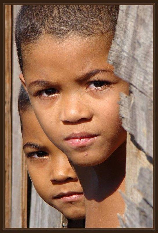 visages humains du monde enfants d 39 ici et d 39 ailleurs pinterest. Black Bedroom Furniture Sets. Home Design Ideas