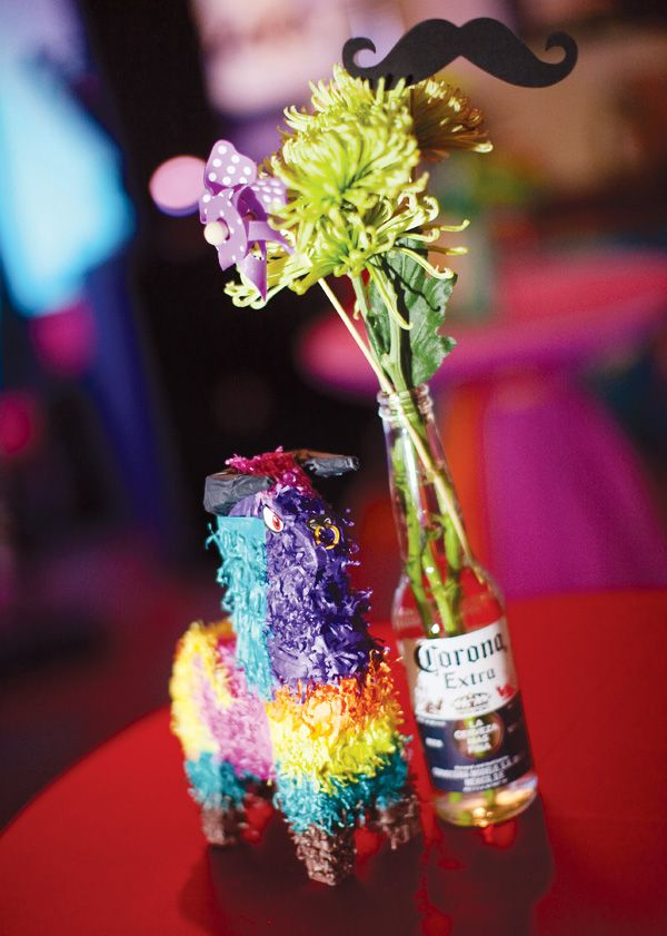 Decora las mesas de tu fiesta 5 de mayo con una mini-piñata y flores en una botella de Corona! And, of course, a moustache / Decorate the tables of your 5 de Mayo party with a mini-piñata and flowers in a Corona bottle! Y, claro, un bigote...