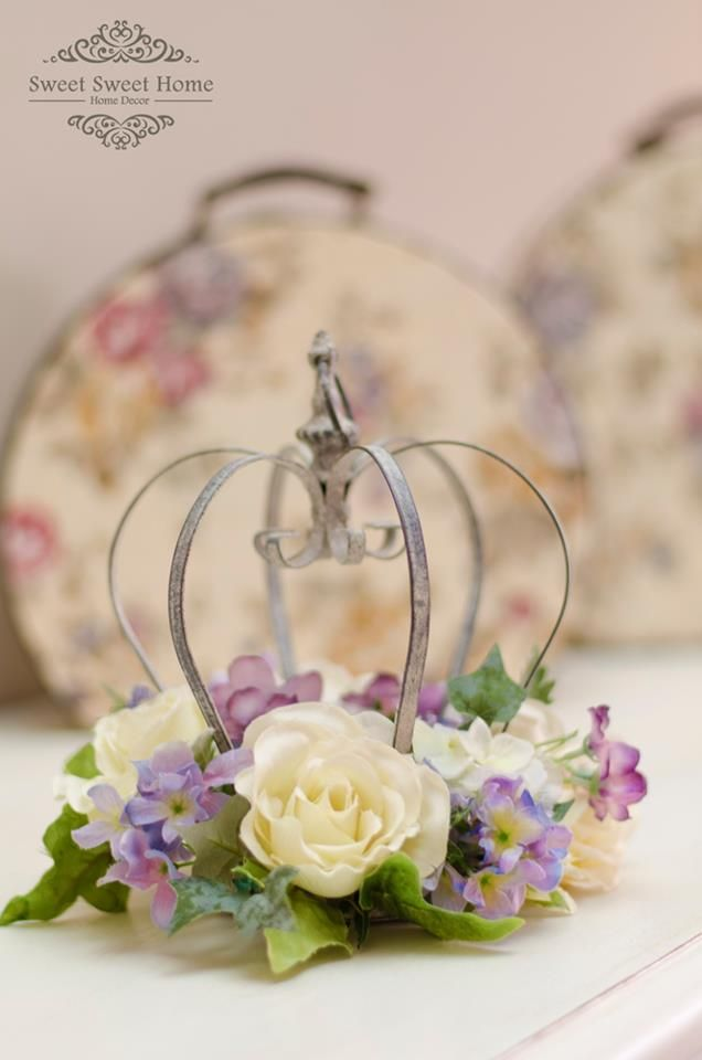 Crown Centerpiece with flowers