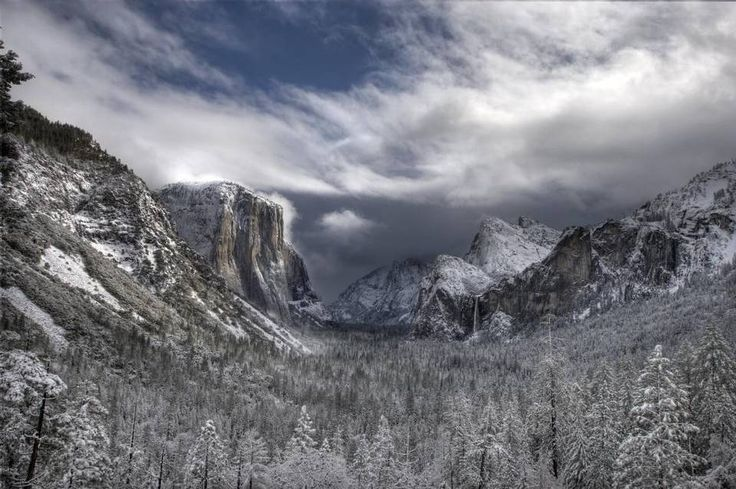 A flash flood warning was issued in the Mountain Area Thursday night, and potential visitors to Yosemite National Park were advised to delay their visits on Friday morning.