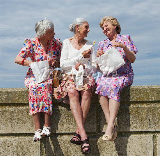 Смешные картинки три старушки, поздравления днем