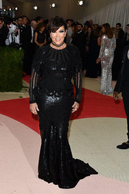 Kris Jenner en robe Balmain sur-mesure au MET Ball 2016