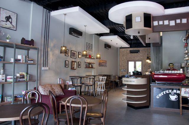 Coffee Breath merupakan coffee shop yang bisa menjadi pilihan kamu untuk ngopi atau sekedar meluangkan waktu akibat kemacetan dengan Suasana homy diwujudkan lewat interior kafe yang memadukan warna wine dan gading dengan penataan seperti ruang keluarga yang berisi foto-foto dan buku-buku. Penataan ini memberi kesan rumahan yang hangat. Suasana menyenangkan membuat pengunjung merasa betah untuk berlama-lama di sini.   http://www.yotomo.com/coffeebreath