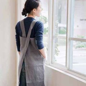 inspired and fashioned to have the look and feel of our grandmother's apron but with a modern urban sensibility. 100 % pure linen from Lithuania, and made in Japan. this linen apron just gets better w                                                                                                                                                                                 Plus