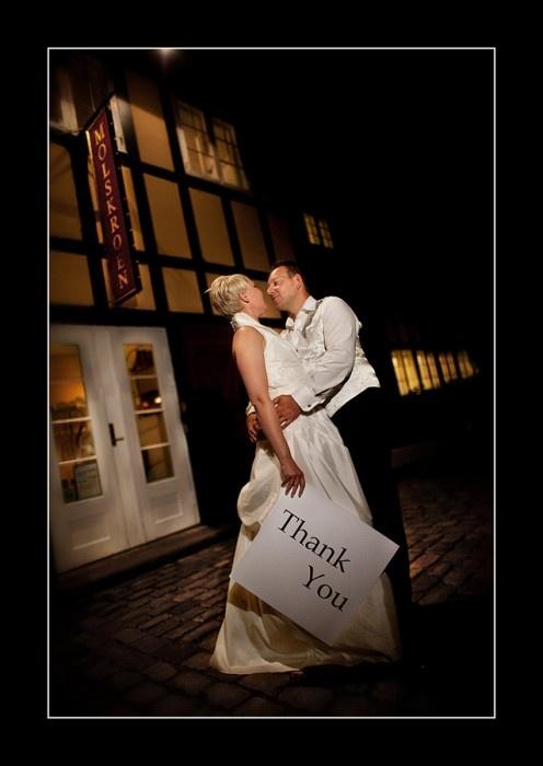 Bryllupsfotografen Carsten Mol tager utroligt smukke, sjove, romantiske og anderledes fotos af bryllupper og brudepar. Jeg får næsten lyst til at blive gift igen ... med min mand :-)