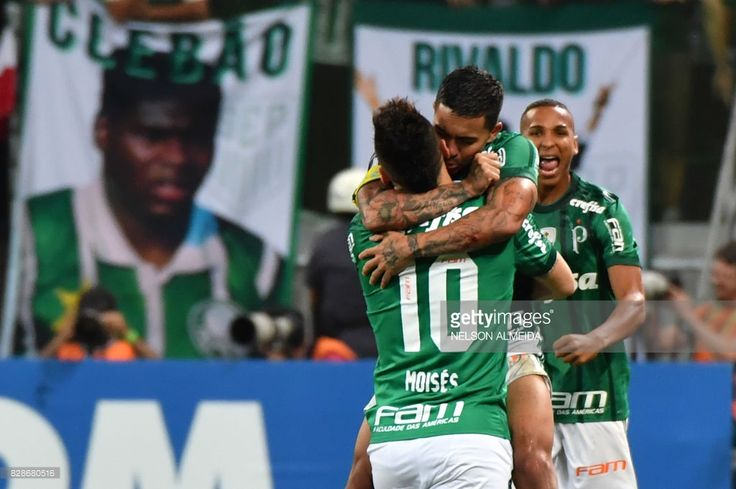 Moises (L) of Brazil's Palmeiras, celebrates his goal with teammate Dudu scored against Ecuador's Barcelona, during their 2017 Copa Libertadores football match held at Allianz Parque stadium, in Sao Paulo, Brazil, on August 9, 2017. /