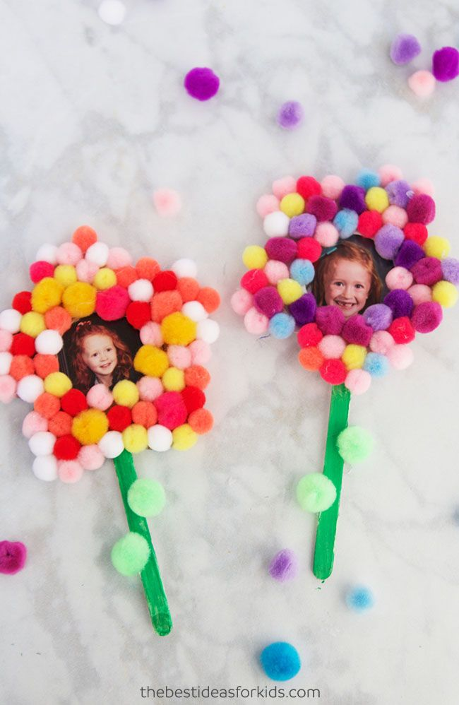 These pom pom flowers make perfect gifts for Mother's Day or are a fun spring craft! We love how simple this Mother's Day craft is for preschoolers! Mother's Day Crafts for Preschoolers   Mother's Day Crafts for Kids to Make   Mother's Day Crafts for Toddlers   Mother's Day Gifts from Kids   Free Printable Flower Template   Free Flower Template #bestideasforkids #mothersday #diy #kidscraft via @bestideaskids