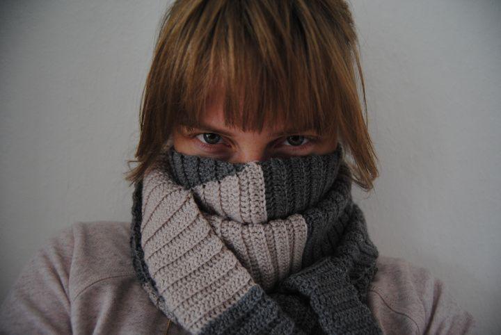 Crochet scarf with Danish instructions, Garniturens Efterårskrammer