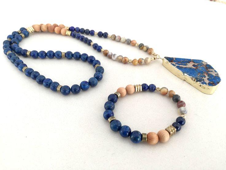 Quiero compartir lo último que he añadido a mi tienda de #etsy: Collar y pulsera de lapislázuli, ágata jaspeada, cuentas de madera y piedra azul natural con sedimentos marinos