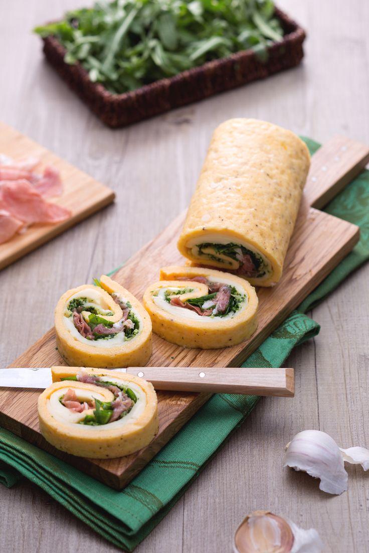 Stanco della solita frittata? Ecco un'alternativa gustosa, da servire come #antipasto o #aperitivo: rotolo di frittata farcito! (stuffed frittata roll) #Giallozafferano #recipe #ricetta #egg