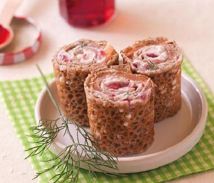 Pour une entrée originale et rapide à réaliser, préparez des galettes desarrasin au saumon et gelée de groseille !