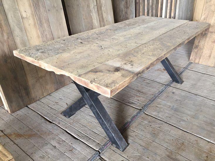 Onze Barnwood Tafelbladen zijn gemaakt van het mooiste oude hout, afkomstig uit oude schuren, huizen en zelfs kerken. Elk blad is uniek! Bladdikte: 5cm