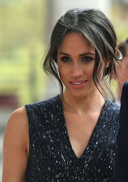 The clever reasons Meghan Markle wears her hair in a messy bun #MeghanMarkle #PrinceHarry #RoyalWedding #Wedding #UK #PrinceWilliam #DuchessOfCambridge #PrinceWilliam #JamesCorden #PrinceCharles #KateMiddleton #CamillaParkerBowles #TheQueen #JamesMiddleton #PippaMiddleton #Middleton #PrincessEugenie #DuchessofSussex
