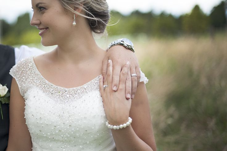 Bella Vista Wedding – Tauranga Wedding Photographer Jewelled bodice and Pearls