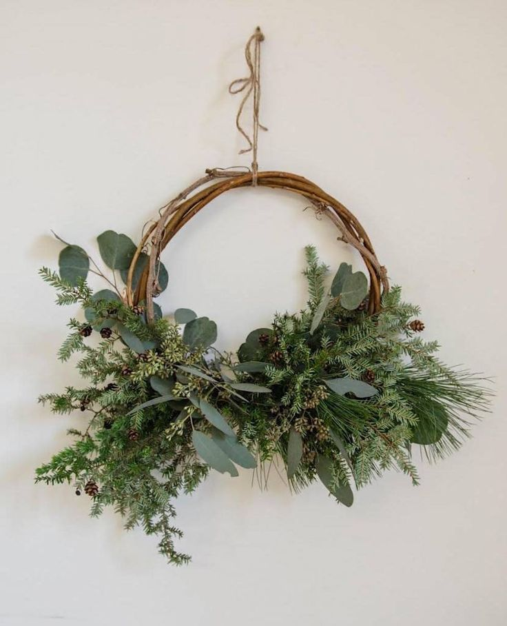 Get this beautiful all natural Christmas wreath  to decorate the house for the Holidays while perfuming it with a fresh and delicate fragrance.
