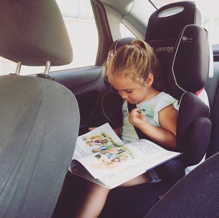 Morning school!   #study #reading #studying #inthecar #morning #goingtoschool #responsible #quiet #calm #kid #children #girl #school #schoolgirl #commute #safety #carseat #CRS #carsafety #concord #concordtransformer #seguridad #kindersitz #sillaseguridad #repost