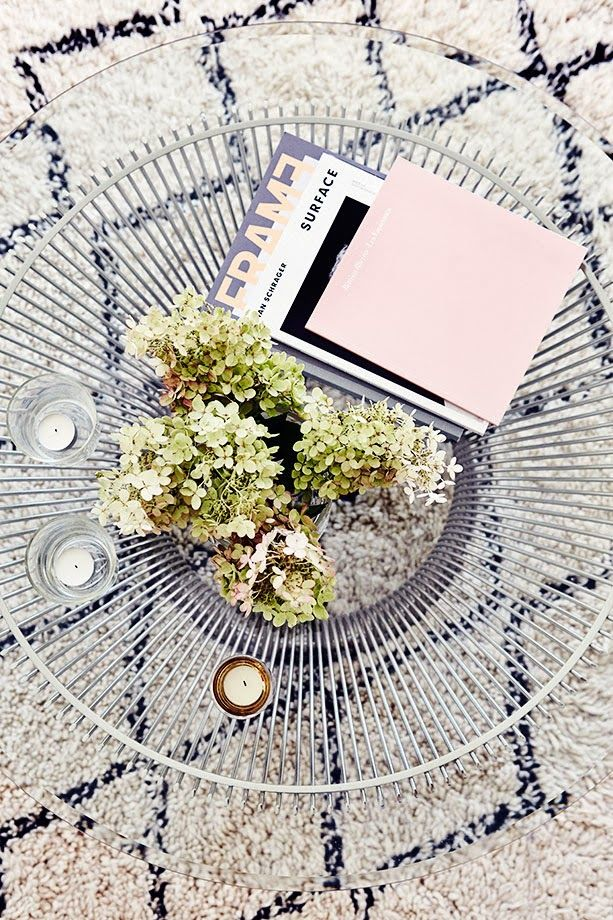Love this #Platner coffee table and textured rug