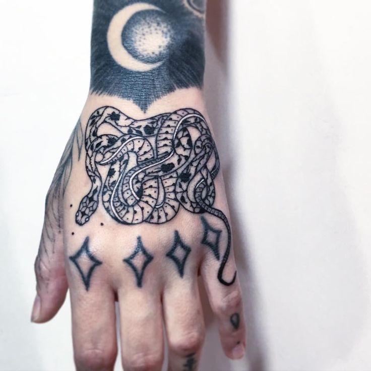 Prázdniny skončily, dovolená vyčerpána, nezbývá než relaxovat u výběru nového tetování. Nejlepší inspirace na Dvou hlavách!
