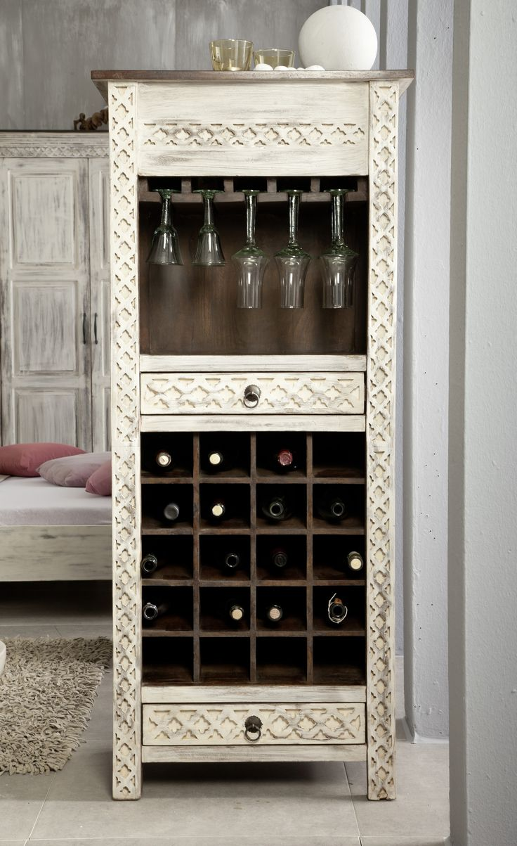weinschrank castle antik die massivholz m belst cke verspr hen den charme vergangener tage. Black Bedroom Furniture Sets. Home Design Ideas