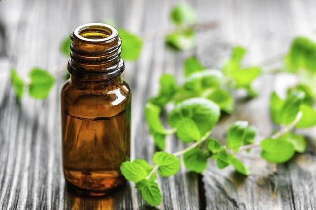 Oils to Remove Moles | LIVESTRONG.COM One tsp. of oregano oil with 8 tsp. of almond oil shaken vigorously may be applied to the mole once each day. After a week, you should notice the mole disappearing. You should stop treatment immediately if you notice any skin irritation. A mild cleanser will easily remove the oils from your skin.