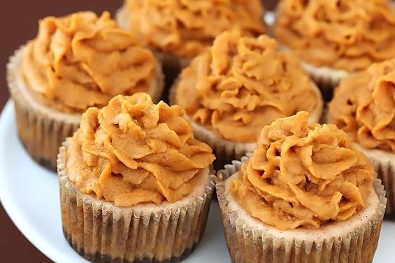 November dream....cinnamon cheesecakes with pumpkin pie frosting.