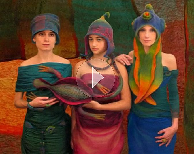 Absolutely brilliant felting video!  Grab a cup of tea and enjoy - lasts about half an hour. Judit Pocs is amazing and so inspiring!