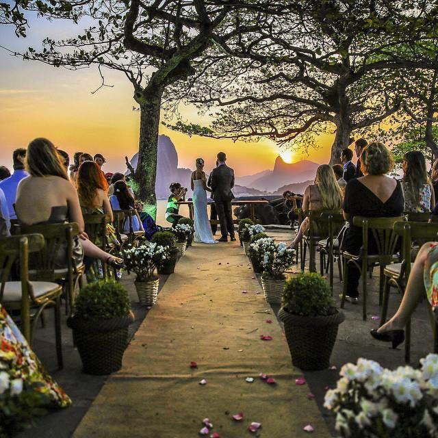 Foto de @gui_mangas Instagram  Casamento em Niterói com vista para o Rio de Janeiro.
