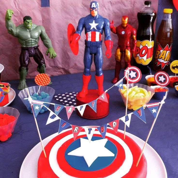 Anniversaire Super-Héros, gateau captain america, wrappers Super-héros, toppers Super-héros, fanions Super-héros, table Super-héros, sweet table Super-heros, captain america cake, caissettes super-héros, déco table super-héros