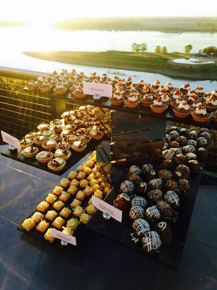 Take a look at this view and that food! We would't mind chowing down on these delicious babies while looking from the Madison Hotel's rooftop. Click the image to learn more. Photo credit: Madison Hotel Facebook page