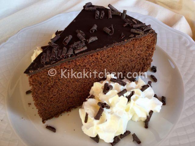 fetta torta al cioccolato glassata