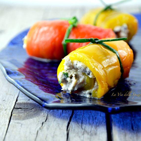 #Involtini di #peperoni e #tonno. Un'idea #sfiziosa per un #secondo #leggero o un #antipasto a base di #pesce e #verdure. Scopri anche tu la ricetta per preparare gli involtini, clicca qui di seguito http://bit.ly/1F2tEcz #Melarossa