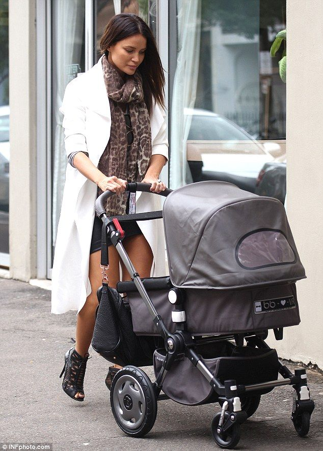 Kelly strolls with a Bugaboo Frog | Celebrity Baby Scoop