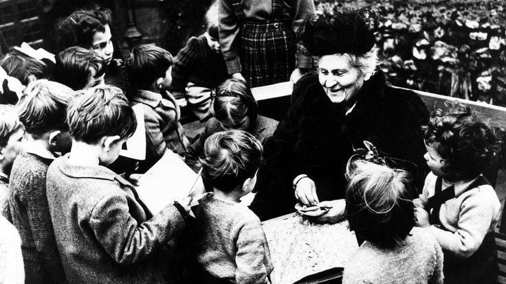 Metoda Montessori opiera się na okazywaniu szacunku i stymulowaniu rozwoju dziecka w taki sposób, by zaspokojone zostały jego dwie bardzo ważne potrzeby: Potrzeba wolności w obrębie wyznaczonych granic. Funkcjonowanie w przystosowanymotoczeniu, które zagwarantuje dziecku dostęp do różnych materiałów oraz doświadczeń. Głównym ideą filozofii Montessori jest pomaganie dziecku w tym, by maksymalizowało swój potencjał w każdej …