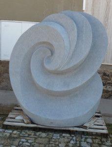 masivní žulová socha