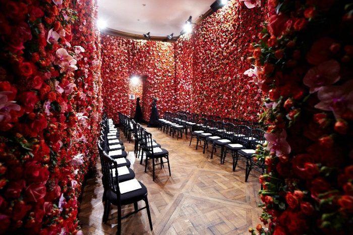 Een bloemenwand als die van Dior op je eigen bruiloft? Lees onze blog op internethuwelijk.nl